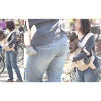 半身がムッチリでかなり履き込んだジーンズが張り裂けそうな美人ママさん!!