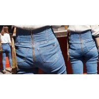 長身で美脚のスタイル最良の可愛いお姉さんはジーンズ美尻に思いっきり喰い込んだパンティーのラインをクッキリと浮かび上がらせる!!