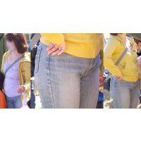 ムッチムチのカラダの爽やかな美人奥様は喰い込んだジーンズで下半身がパッツンパッツン!!
