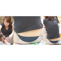 色白で優しそうな美形ママさんはパンツの腰から蒸れたネイビーのナイロンパンティーをチラチラと覗かせてくれる!!