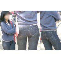 ムッチムッチ下半身の美人ママさんはジーンズの喰い込みが気になるのかソワソワ腰回りを動かす!!