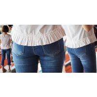 ほんのり日焼けした美肌が健康的な可愛いママさんはぴったり張り付いたジーンズ美尻にヒップラインをクッキリと浮かび上がらせる!!