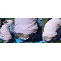 優しそうで真面目な美形ママさんはジーンズの腰から穴が空く程に履き込んだ白い綿パンティーをチラチラと覗かせてくれる!!