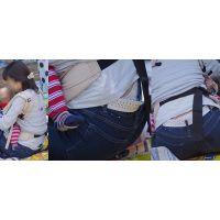 真面目で優しそうな可愛い若ママさんはジーンズの腰から蒸れた花柄の綿パンティーをチラチラと覗かせてくれる!!