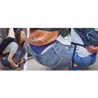 色白で色気が物凄い美形の若ママさんはジーンズの腰から喰い込んだ紺色のTバックをガッツリと覗かせてくれる!!