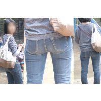 綺麗なママさんは小振りだけど蒸れた柔らかそうな美尻に細身のジーンズをピッタリ張り付ける!!