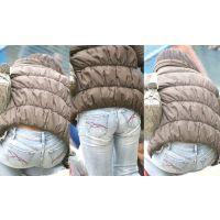 腰から大き目パンティーのフリル、お尻にクロッチラインを浮かび上がらせる綺麗なママさん