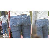 スタイル最良の美人奥様は美尻にピッタリと張り付くジーンズにパンティーラインをクッキリと浮かび上がらせる!!