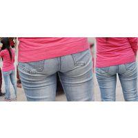 小柄でムチっとした優しそうな可愛いママさんは履き込んだジーンズ美尻に喰い込んだパンティーのラインをクッキリと浮かび上がらせる!!