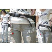 スレンダーボディーが美しいママさんはジーンズをモッコリ盛り上げる土手が恥ずかしく強調される!!
