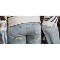 爽やかで清潔感溢れる優しそうな可愛い若ママさんはジーンズ美尻に喰い込んだパンティーのラインを薄っすらと浮かび上がらせる!!