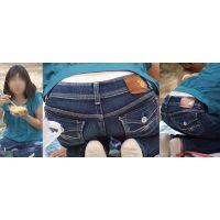 清潔感たっぷりの美形ママさんはジーンズの腰から暑さで蒸れたクリーム色のパンティーをチラチラと覗かせてくれる!!