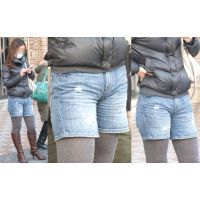 長身で美人のお姉さんはムッチムチした腰回りでジーンズがパンパン...股間は物凄い喰い込みで形がクッキリ!!