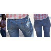 小麦色に日焼けした健康的で可愛い美形ママさんはジーンズ美尻に柔らかそうなヒップラインをクッキリと浮かび上がらせる!!