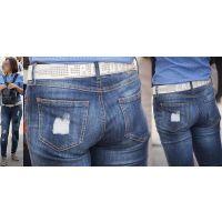 爽やかで清潔感溢れる美形のママさんはジーンズ美尻に喰い込んだパンティーのラインを薄っすらと浮かび上がらせる!!