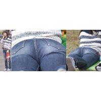 スレンダーで可愛いママさんは普段絶対に見せてくれない柔らかそうで蒸れたジーンズ股間をガッツリと覗かせてくれる!!