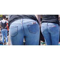 長身で色白美肌の可愛い若ママさんはまん丸のジーンズ美巨尻にヒップラインをハッキリと浮かび上がらせる!!
