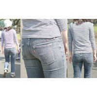 清潔感たっぷりの美人ママがしっかり履き込んだジーンズは形の良い美尻にしっかり張り付く!!