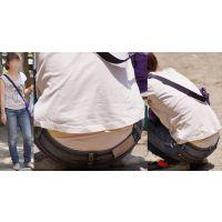 スレンダーで真面目そうな可愛い若ママさんはジーンズの腰から蒸れた純白パンティーをガッツリと覗かせてくれる!!