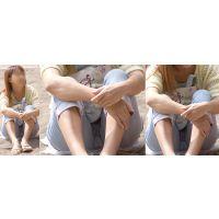 ほんのり小麦色に日焼けした健康的で可愛い若ママさんはジーンズが喰い込んでプックリ膨らんだ股間部分をチラチラと覗かせてくれる!!