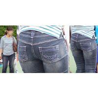 真面目で優しそうなムッチリした美形ママさんはジーンズ巨尻に喰い込んだパンティーラインをクッキリと浮かび上がらせる!!