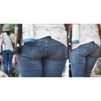 爽やかで優しそうな可愛いママさんはジーンズ美巨尻に喰い込んだパンティーのラインをクッキリと浮かび上がらせる!!