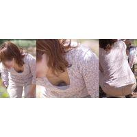 小柄で色白美形の若ママさんは胸元からトロトロの美乳と腰から水色のパンティーをチラチラと覗かせてくれる!!
