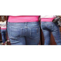 色白で清潔感溢れる可愛いママさんはジーンズ美尻に形の良いヒップラインをクッキリと浮かび上がらせる!!