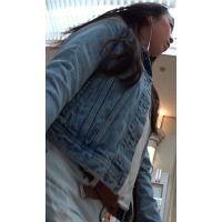 【FHD 60fps動画】くい込む肉尻ホットパンツのお姉さん