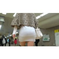 【FHD 60fps動画】出勤前!夜のお姉さんの白ミニスカート