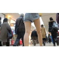 【FHD 60fps動画】ギャル系ショップ店員のショーパンハミ尻&パンチラ