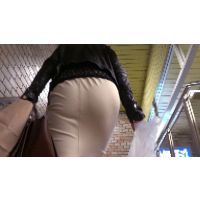 【FHD 60fps動画】タイトスカート美女のパンティーライン