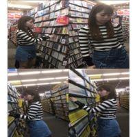 【盗撮】マジでかわいい女の子がレンタルショップでCD等を見ていたのでついつい付け回して盗撮してしまった!!!