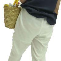 FHD_透け防止用のインナー透けが想像を掻き立てる上品女性の白パンツ