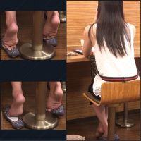 【フェチ動画】美女の皺が深く刻まれた素足足裏