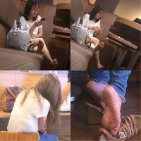 【フェチ動画】あなたはどちらが好み?パンストの足裏 VS 素足の足裏