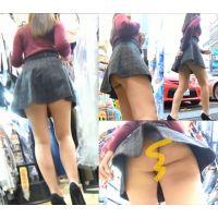 ❦〜狭い店内を利用してミニスカお姉さんのセクシーパンツを逆さ撮りwwwww〜❦