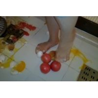 パンスト、トマト、シュークリーム、生卵クラッシュ