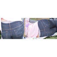 可愛いママさんはジーンズの中で臭く蒸れた豹柄のパンティーを腰から覗かせてくれる...