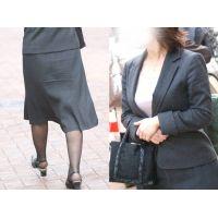 清楚で美人なスーツの奥様が極薄の黒パンストを蒸れさせて歩く...