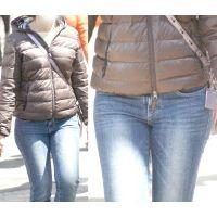 美巨乳をたすき掛けで強調してむちむちした下半身にジーンズがしっかりと喰い込む可愛いママさん...
