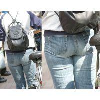 可愛いママさんはジーンズの中にパッツンパッツンに尻肉を詰めて歩く度にユッサユッサ...