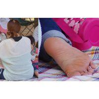 美形ヤンママの臭いそうな分厚い角質足裏
