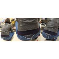 【腰パン】ジーンズの腰から履き込んだガードルと綿パンを覗かせるむちむち奥さん