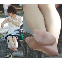 【足裏】暑さで溢れ出たワキ汗を拭いていたお上品な奥さんのパンストの足の裏