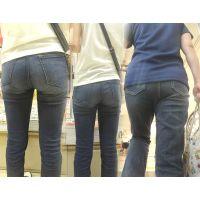 美人ママさん達が汗ビッショリで履き込んだニオイがしそうなジーンズ尻をローアングル!