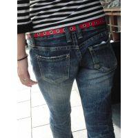 尻肉に喰い込むジーンズ