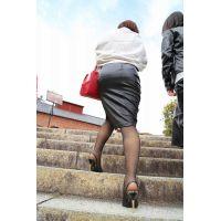 レザースカート巨尻 横スリット