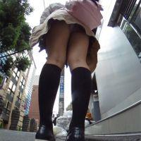 【新宿歌舞伎町2017】ツインテールの制服美少女パンチラ【RICOH THETA】Vol.1