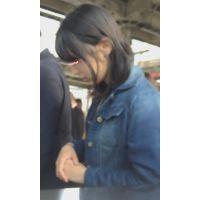 【逆さpart6】A〇B48にいそうな清楚系タイトミニJD生P !電車通学中を撮影!